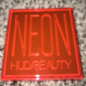 HUDA BEAUTY Neon Eyeshadow Mini-Palette